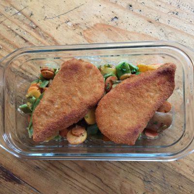 Gepaneerde kip & petits légumes persillés