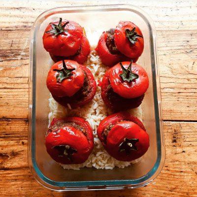 Tomates farcies et riz pilaf
